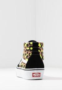 Vans - SK8 PLATFORM 2.0 - Sneakers alte - camel/black/true white - 7