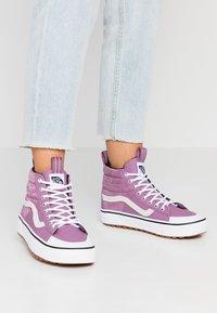 Vans - SK8 MTE 2.0 DX - Sneakers alte - valerian/true white - 0