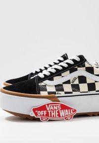 Vans - OLD SKOOL STACKED - Sneakers basse - multicolor/true white - 9