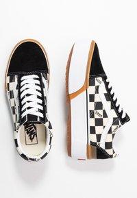 Vans - OLD SKOOL STACKED - Sneakers basse - multicolor/true white - 5