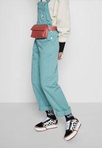 Vans - OLD SKOOL STACKED - Sneakers basse - multicolor/true white - 0