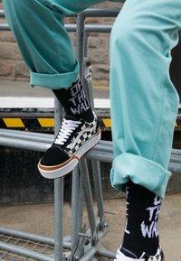 Vans - OLD SKOOL STACKED - Sneakers basse - multicolor/true white - 4