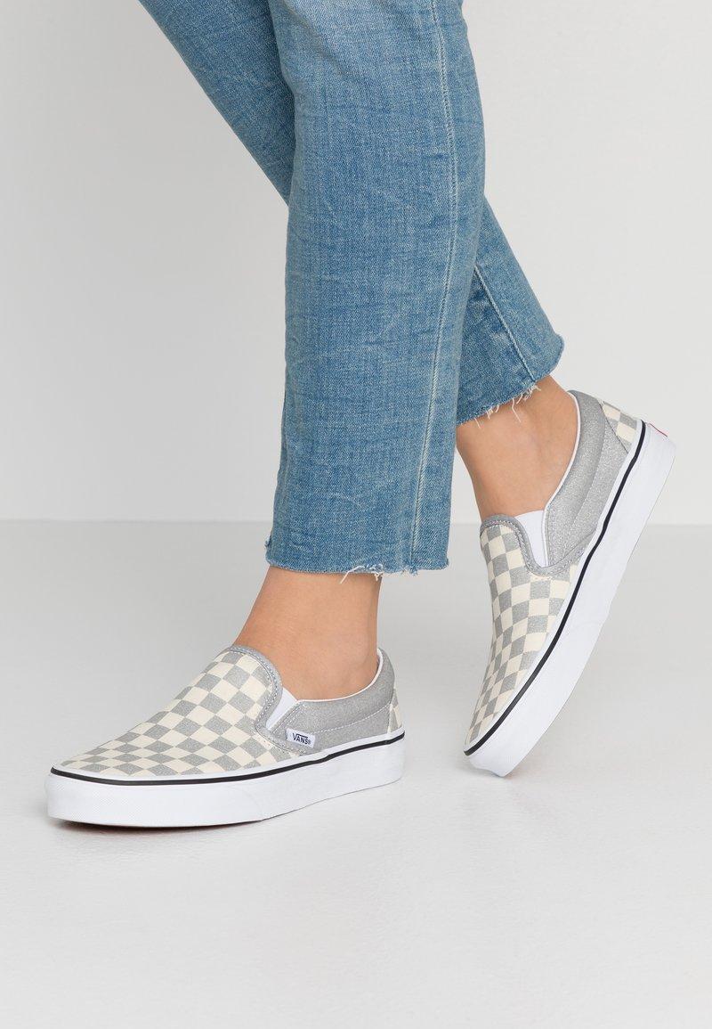 Vans - CLASSIC UNISEX - Slip-ons - silver/true white