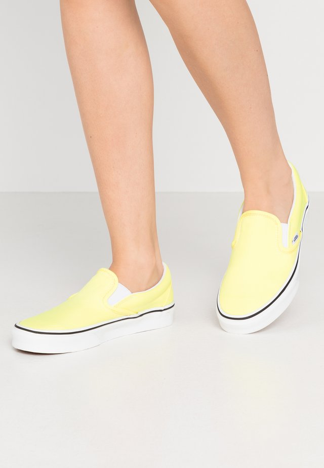 CLASSIC UNISEX - Nazouvací boty - lemon tonic/true white