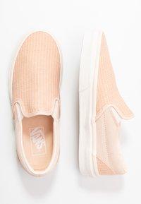 Vans - CLASSIC - Scarpe senza lacci - creme de peche/snow white - 3