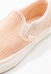 Vans - CLASSIC - Scarpe senza lacci - creme de peche/snow white - 2