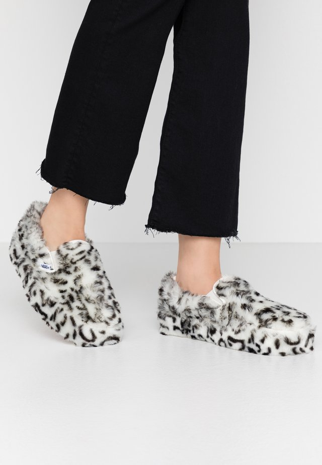 CLASSIC PLATFORM - Loafers - paws/true white