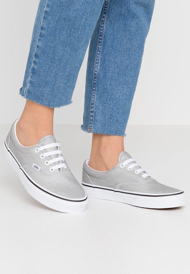 ERA - Sneaker low - silver/true white
