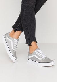 Vans - OLD SKOOL - Sneakers basse - silver/true white - 0