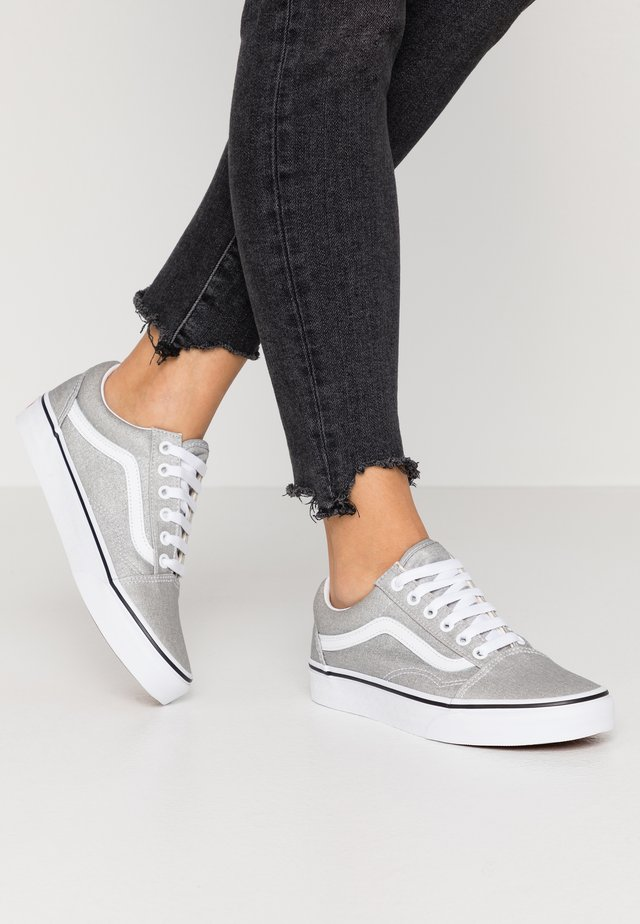 OLD SKOOL - Sneakers - silver/true white