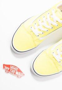 Vans - OLD SKOOL - Baskets basses - lemon tonic/true white - 7
