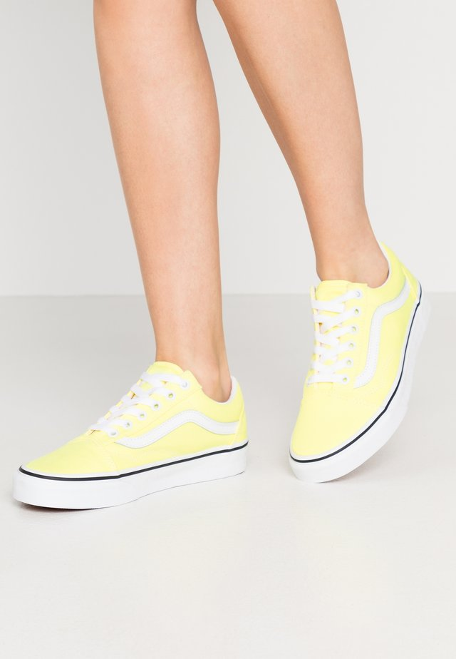 OLD SKOOL - Sneakers laag - lemon tonic/true white