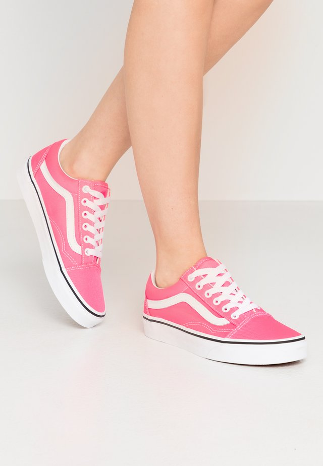 OLD SKOOL - Sneakers - knockout pink/true white