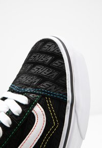 Vans - OLD SKOOL - Joggesko - black/true white