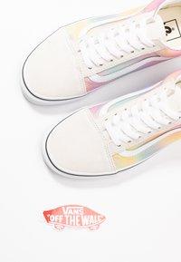 Vans - OLD SKOOL - Matalavartiset tennarit - multicolor/true white - 7