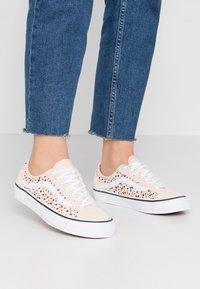 Vans - STYLE 36 DECON  - Sneakers - multicolor - 0