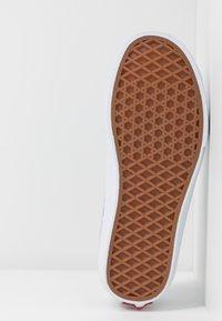 Vans - SPORT - Sneakers laag - washed/true white - 6