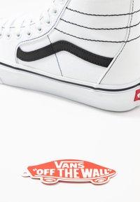 Vans - SK8 TAPERED - Zapatillas altas - true white/black - 7