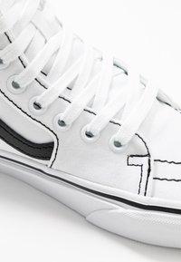 Vans - SK8 TAPERED - Zapatillas altas - true white/black - 2