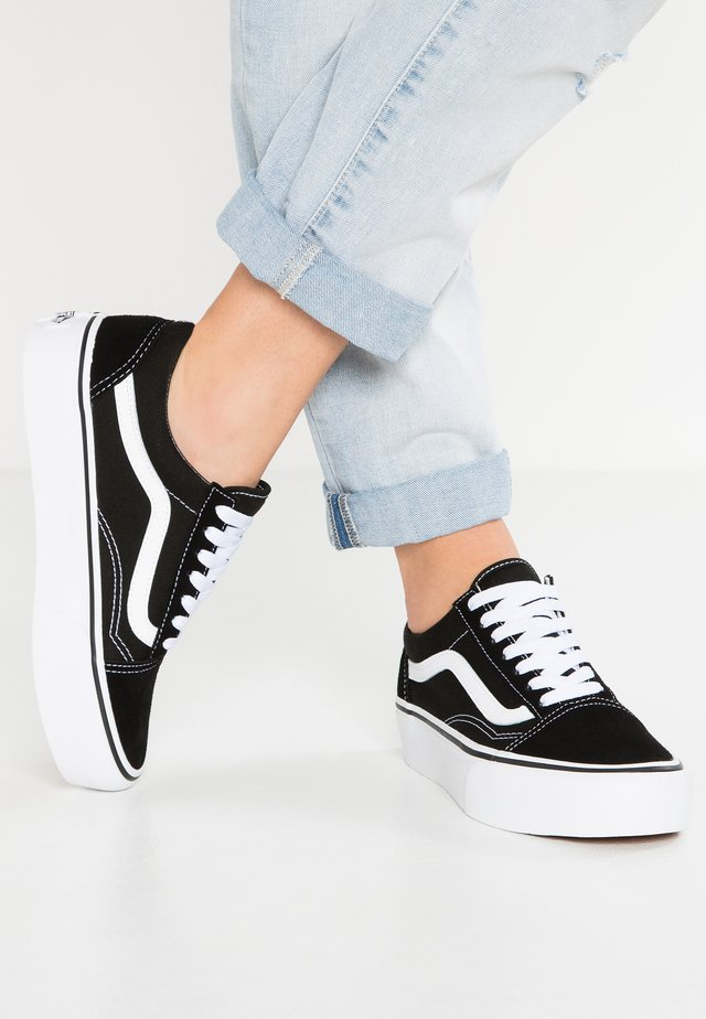 UA OLD SKOOL PLATFORM - Sneakers laag - black/white