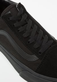 Vans - UA OLD SKOOL PLATFORM - Sneakers basse - black - 5