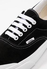 Vans - ERA TC - Sneakersy niskie - black/true white - 6