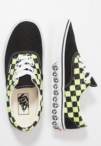 Vans - ERA - Sneakersy niskie - black/sharp green - 1