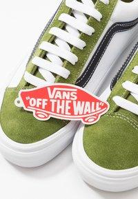 Vans - STYLE 36 - Zapatillas - calla green/true white - 5
