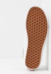 Vans - STYLE 36 - Zapatillas - calla green/true white - 4