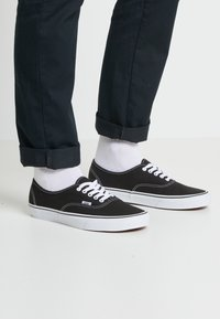Vans - AUTHENTIC - Sneakersy niskie - black - 0
