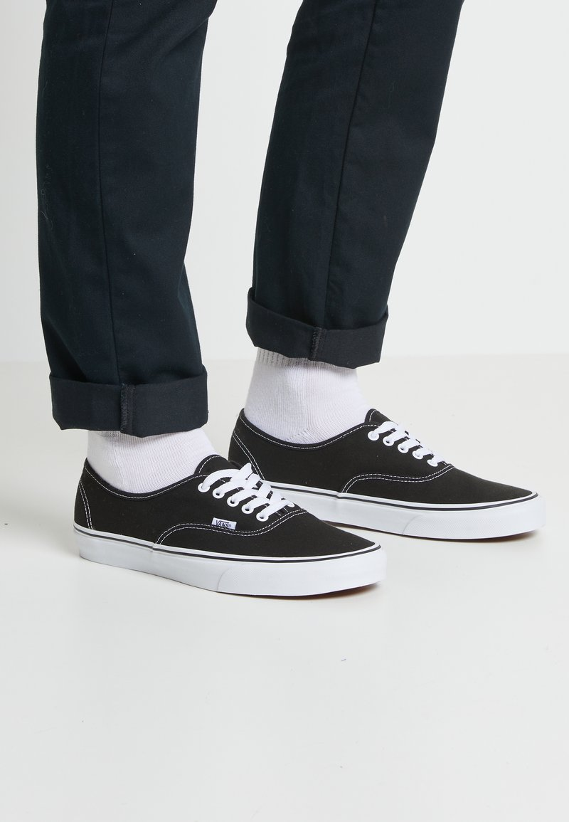 Vans - AUTHENTIC - Sneakersy niskie - black