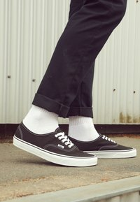 Vans - AUTHENTIC - Sneakersy niskie - black - 4