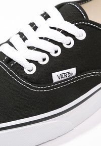 Vans - AUTHENTIC - Sneakersy niskie - black - 9