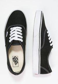 Vans - AUTHENTIC - Sneakers basse - black - 5