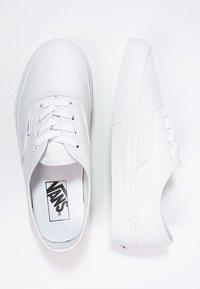 Vans - AUTHENTIC - Sneakersy niskie - true white - 5