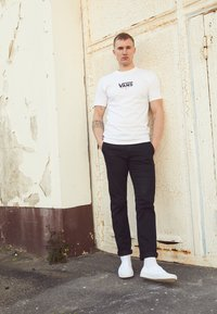 Vans - AUTHENTIC - Sneakersy niskie - true white - 2