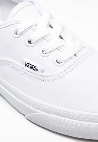Vans - AUTHENTIC - Matalavartiset tennarit - true white - 5