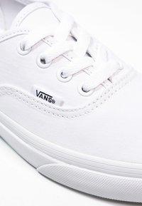 Vans - AUTHENTIC - Sneakersy niskie - true white - 9