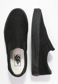 Vans - CLASSIC SLIP-ON - Loaferit/pistokkaat - black - 1