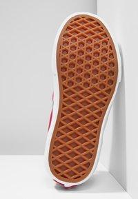 Vans - CLASSIC SLIP-ON PLATFORM - Slip-ons - sidewall flame/carmine rose - 5