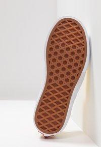 Vans - AUTHENTIC ELASTIC LACE - Slip-ons - aspen gold/true white - 5