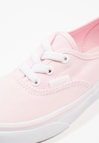 Vans - AUTHENTIC ELASTIC LACE - Mocassins - chalk pink/true white - 2