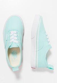 Vans - AUTHENTIC ELASTIC LACE - Slip-ons - blue tint/true white - 0