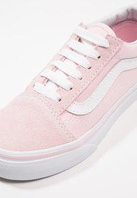 Vans - OLD SKOOL - Sneakers laag - chalk pink/true white - 2