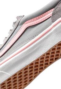 Vans - OLD SKOOL - Zapatillas - frost gray/pink icing - 2