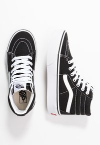 Vans - SK8 PLATFORM 2.0 - High-top trainers - black/true white - 0