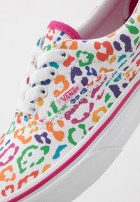 Vans - ERA ELASTIC LACE - Sneakers basse - fuchsia purple/true white - 2