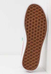 Vans - STYLE 23  - Sneakers laag - rainbow/true white - 5