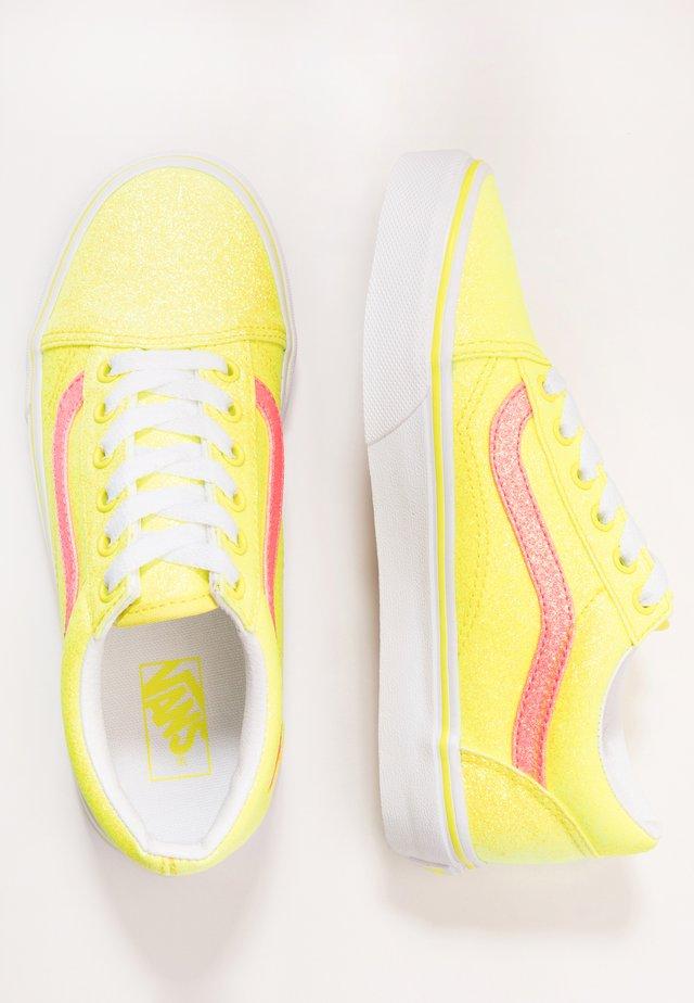 OLD SKOOL - Sneakers - neon glitter yellow/true white