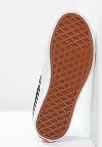 Vans - AUTHENTIC - Sneakersy niskie - black/true white - 4